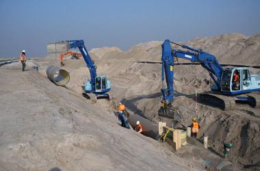Hobas GFK-Rohre und Schächte für JadeWeserPort in Wilhelmshaven