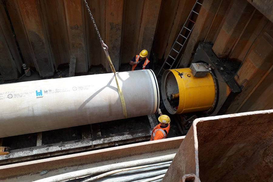 Pipe jacking of Hobas pipes under Dutch highway